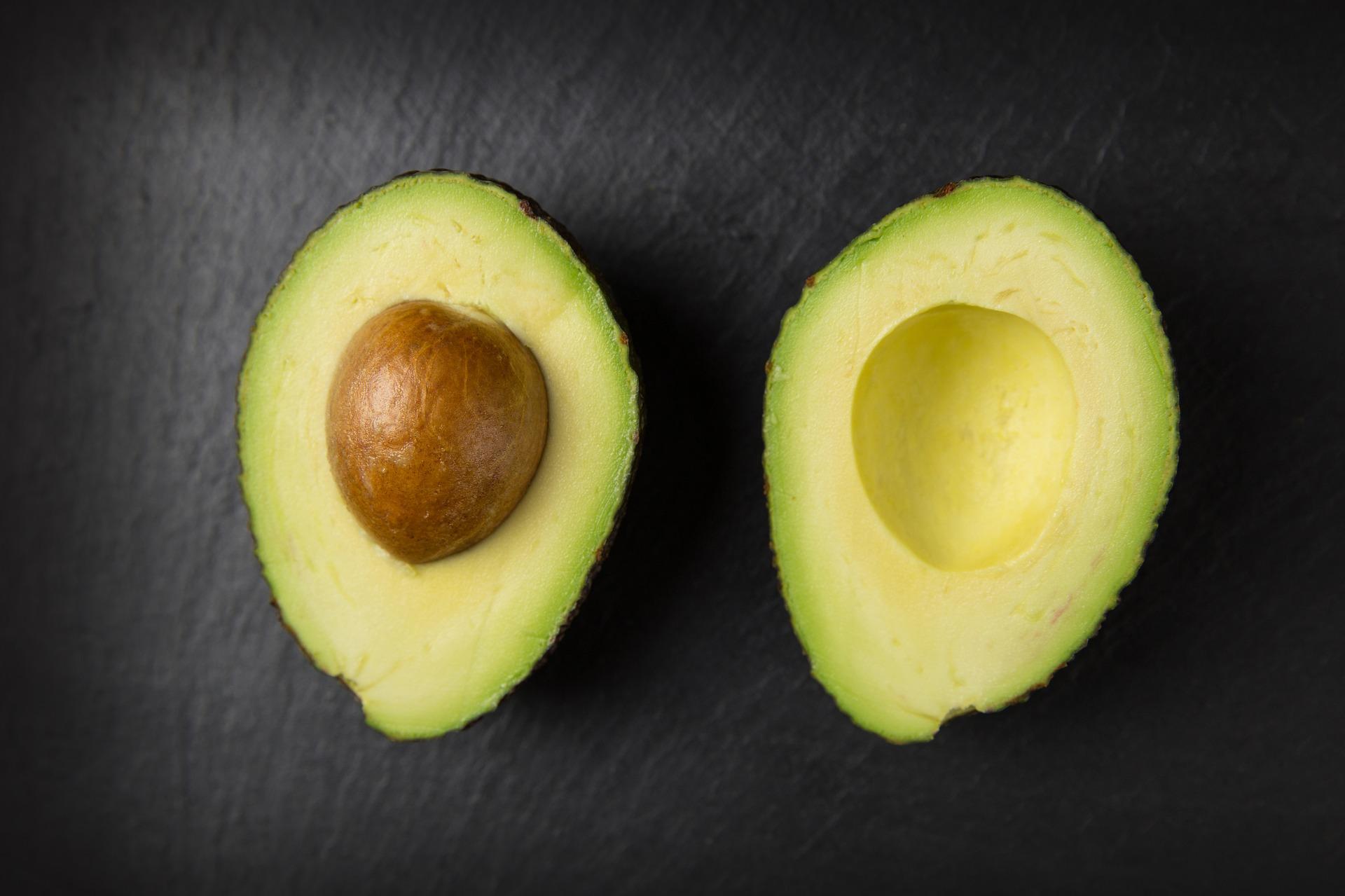 a slabit cineva cu avocado