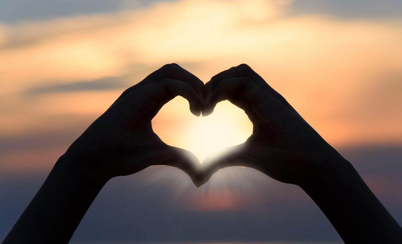 limbaje de iubire - sfatulparintilor.ro - pixabay_com -heart-3147976_1920