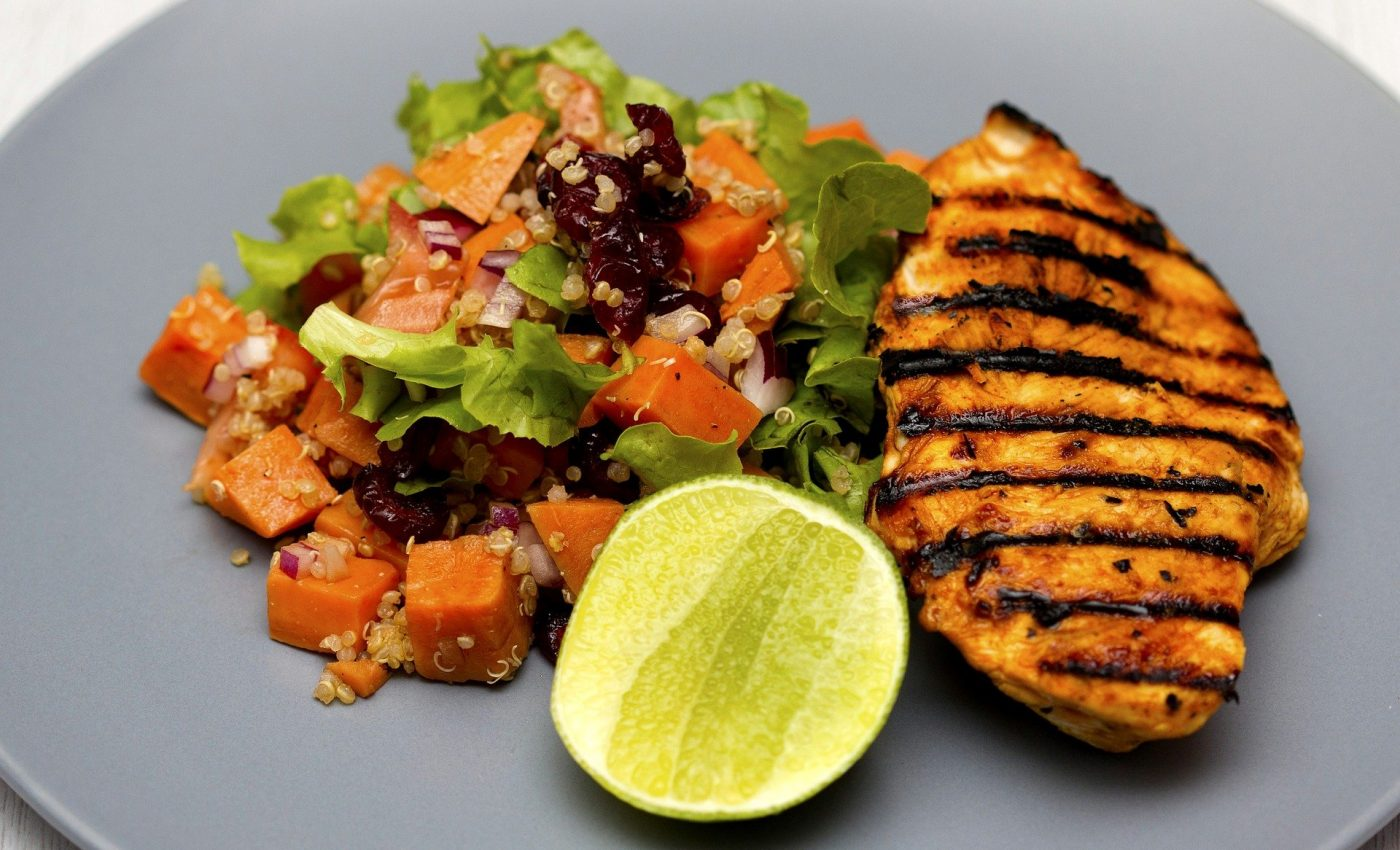 Dieta cu gratar si salate - sfatulparintilor.ro - pixabay-com - grilled-chicken-1334632_1920