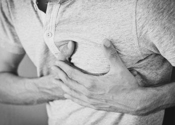 Prim ajutor in caz de infarct - sfatulparintilor.ro - pixabay_com - heartache-1846050_1920