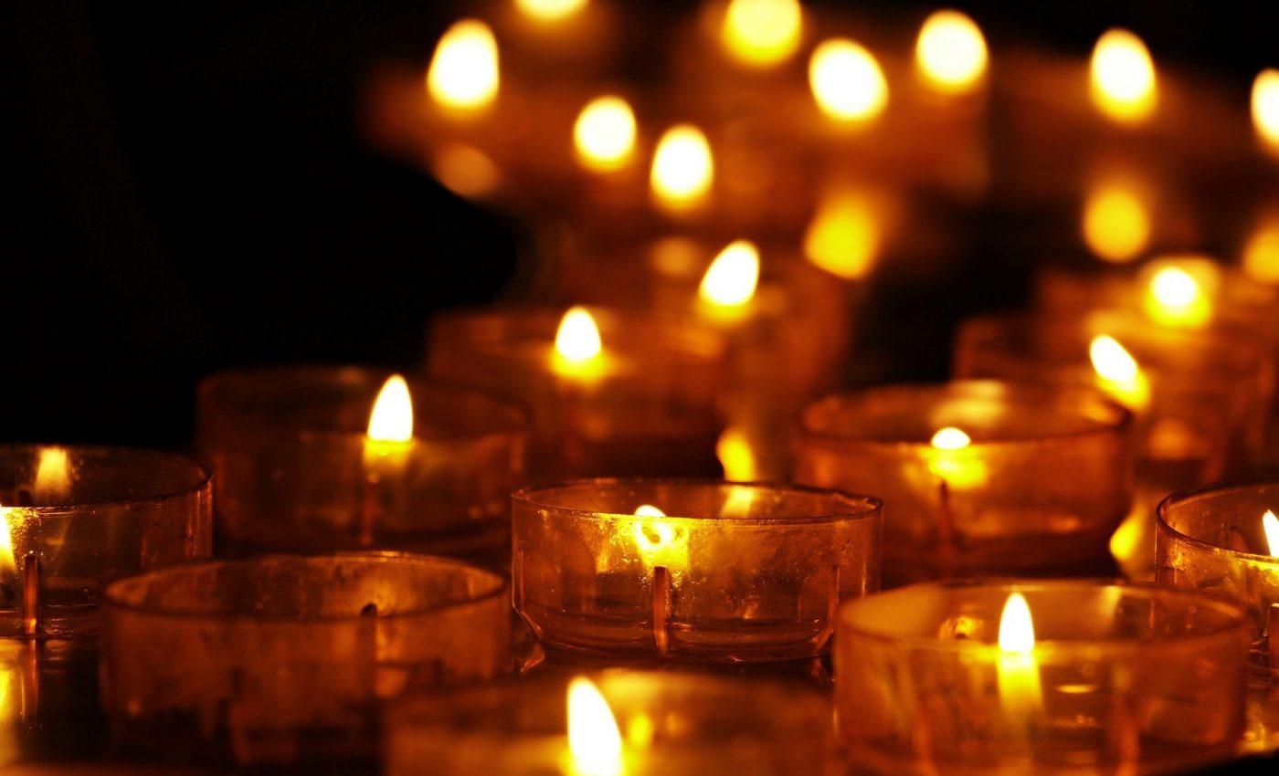 Cand e Sambata mortilor 2021 - sfatulparintilor.ro - pixabay_com - tea-lights-3612508_1920