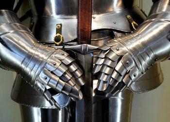 Cum te BLOCHEZI in fata darurilor Universului- sfatulparintilor.ro - pixabay_com - sword-2140940_1920