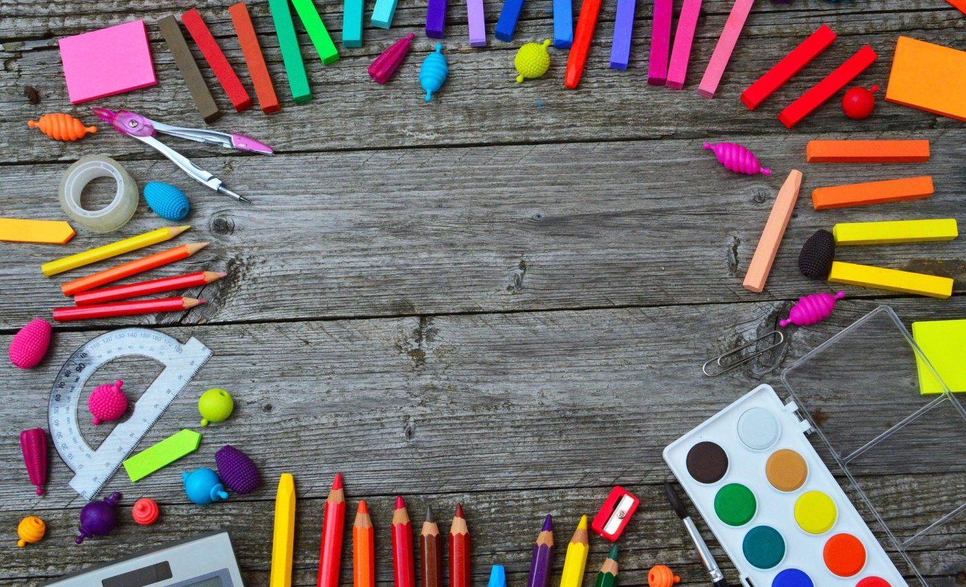 Vacante scolare 2021 - sfatulparintilor.ro - pixabay-com - school-tools-3596680_1920