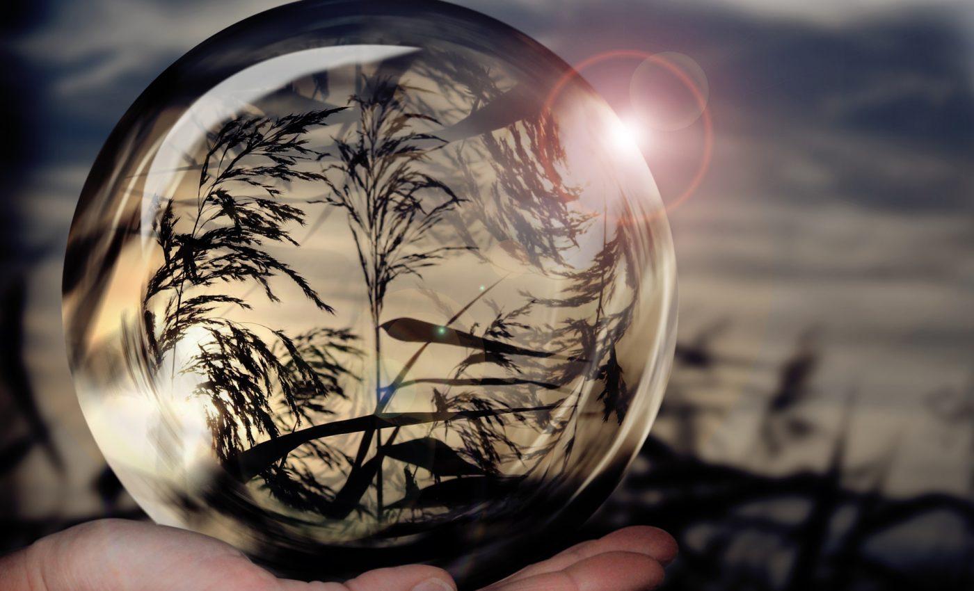 12 februarie 2021 - sfatulparintilor.ro - pixabay_com - glass-ball-1667668_1920