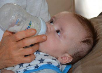 Cum sa alegi laptele praf pentru bebelusi - sfatulparintilor.ro - pixabay_com - baby-472923_1920