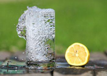 Dieta cu apa cu lamaie - sfatulparintilor.ro - pixabay_com - water-1545520_1920