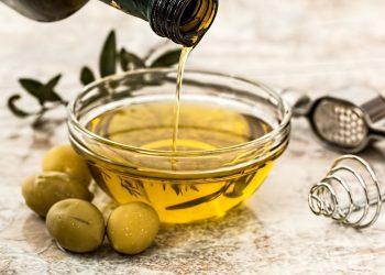 Dieta cu ulei de masline si lamaie - sfatulparintilor.ro - pixabay_com - olive-oil-968657_1920