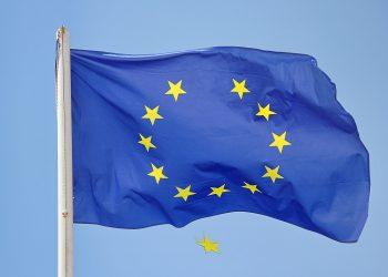 Semnificatiile celor 12 stele de pe steagul UE - sfatulparintilor.ro - pixabay_com - falling-star-4087070_1920