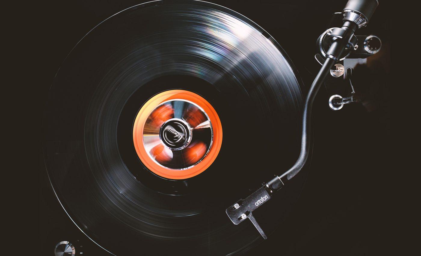 Cu ce se curata discurile de vinil - sfatulparintilor.ro - pixabay_com - vinyl-4808792_1920