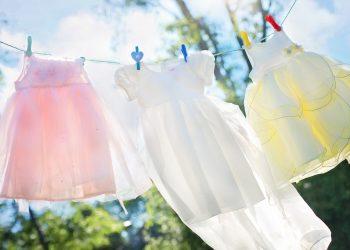 Cu ce se curata pixul de pe haine - sfatulparintilor.ro - pixabay_com - clothesline-804812_1920