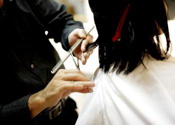 Ce tunsoare să porți în funcție de forma feței - sfatulparintilor.ro - pixabay_com - haircut-834280_1920