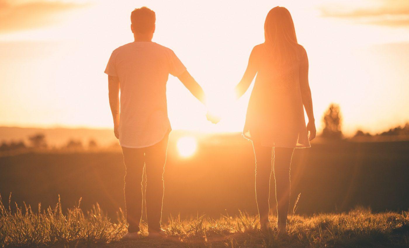 relatie karmica - sfatulparintilor.ro - pixabay_com - people-2561053_1920