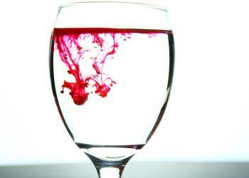 Cu ce se curata petele de sange - sfatulparintilor.ro - pixabay_com - glass-2217664_1920