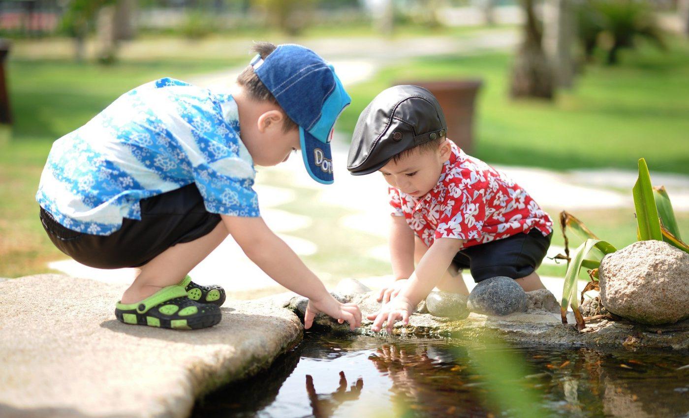 Activităţi pentru copii - fatulparintilor.ro - pixabay)com - people-1560569_1920