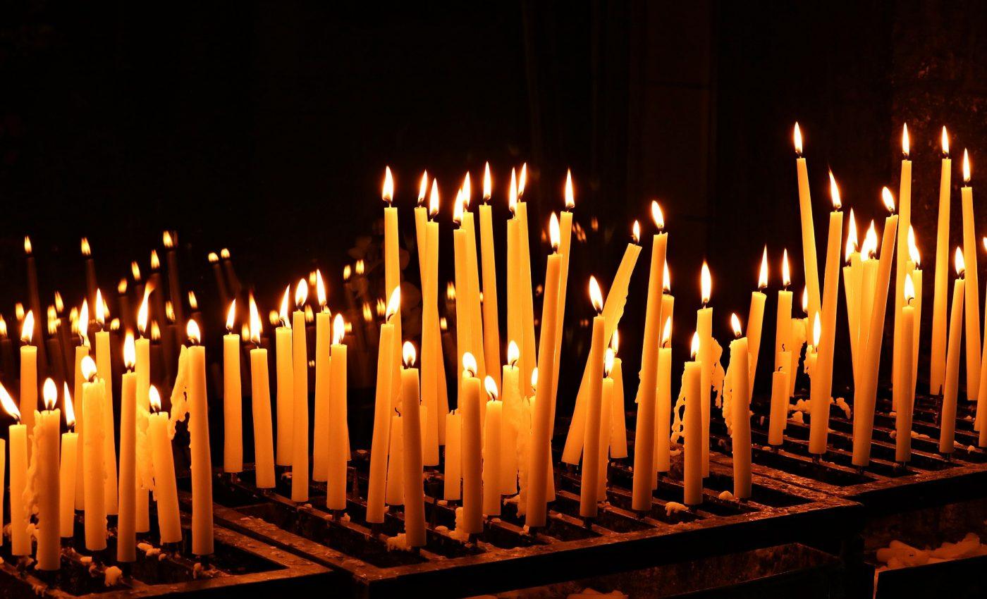 Rugaciuni Mosii de vara - sfatulparintilor.ro - pixabay_com - candles-4298297_1920