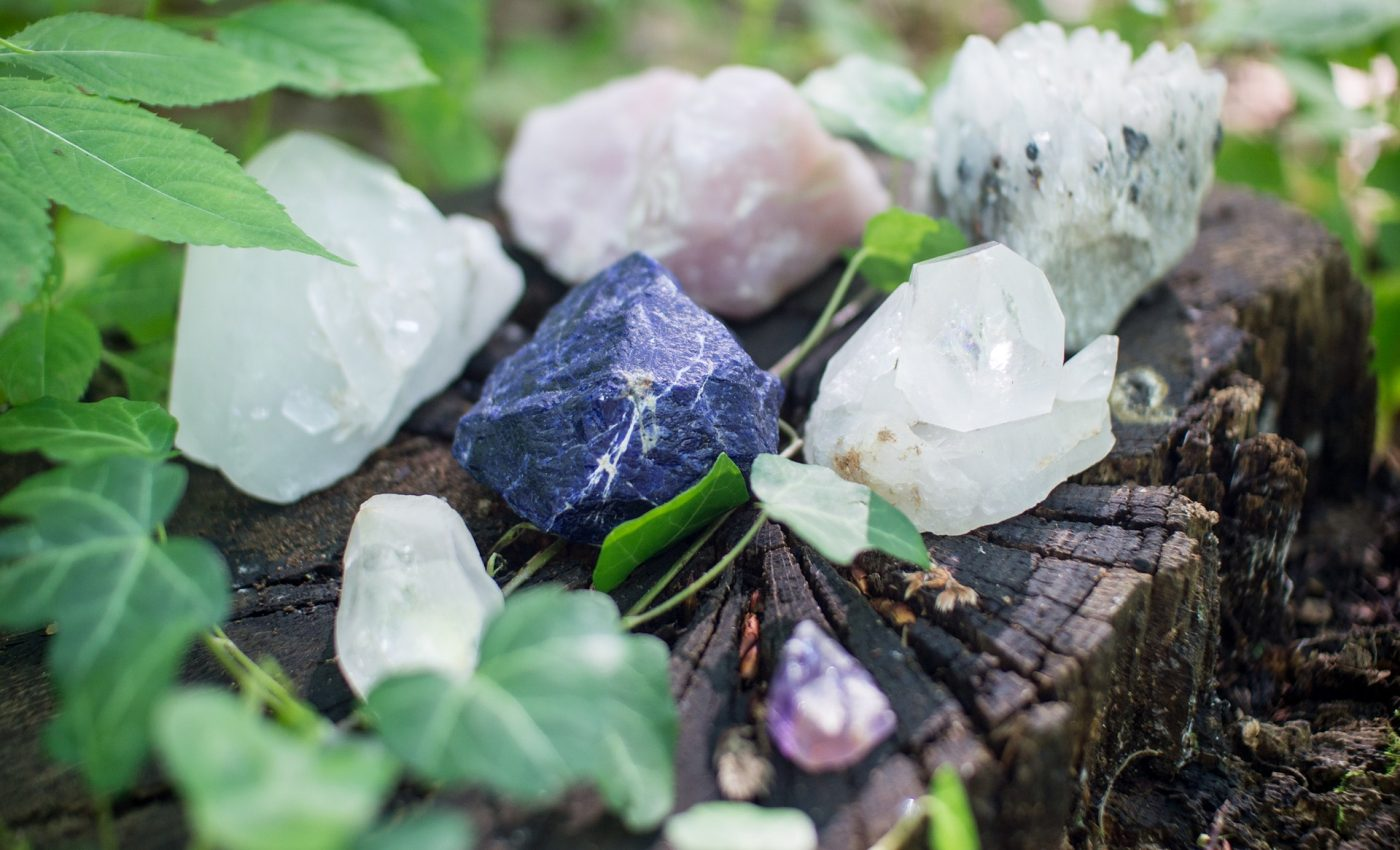 cristale terapeutice - sfatulparintilor.ro - pixabay_com - crystals-1567953_1920