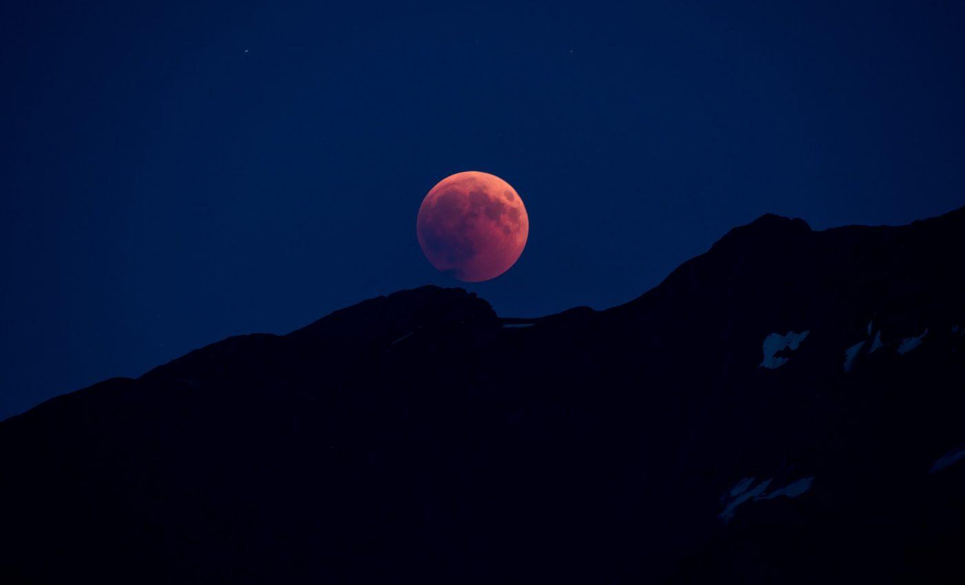 Luna plina capsunie in Capricorn