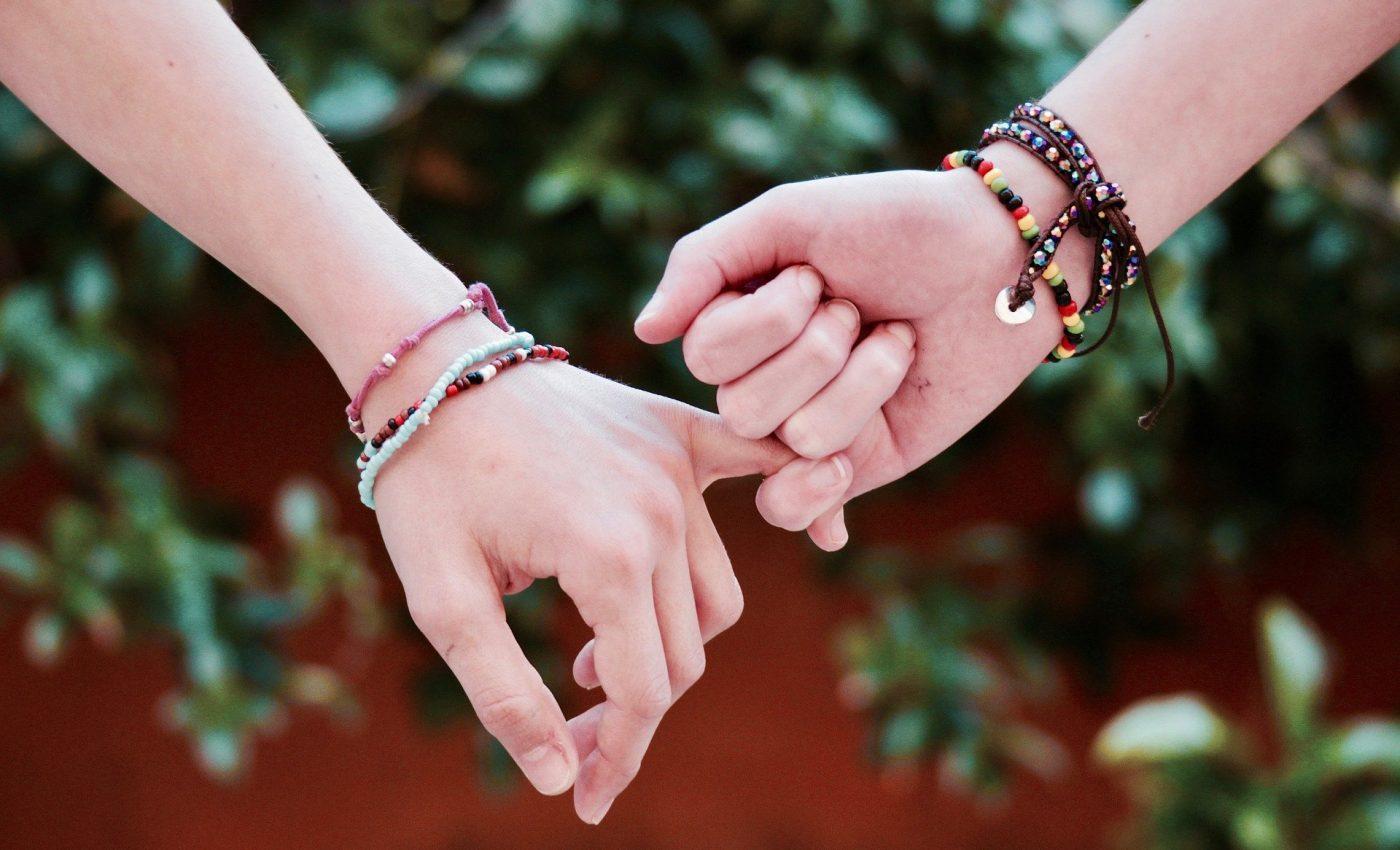 prieteni de care orice femeie are nevoie - sfatulparintilor.ro - pixabay_com - friendship-2156174_1920