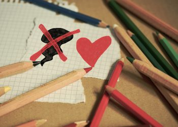 Cum sa ii ierti - sfatulparintilor.ro - pixabay-com - colored-pencils-1090000_1920