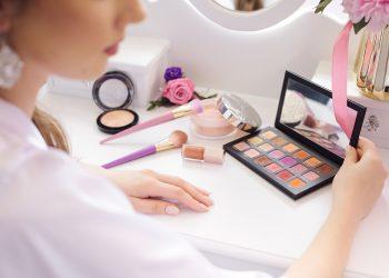 reguli esentiale de demachiere - sfatulparintilor.ro - pixabay_com - eyeshadow-4736412_1920