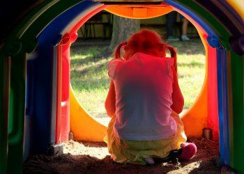 Cum sa ajuti un copil exagerat de timid - sfatulparintilor.ro - pixabay_com - children-3656472_1920