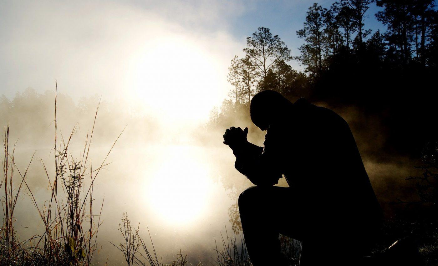 De ce se roaga oamenii - sfatulparintilor.ro - pixabay_com - man-1868418_1920