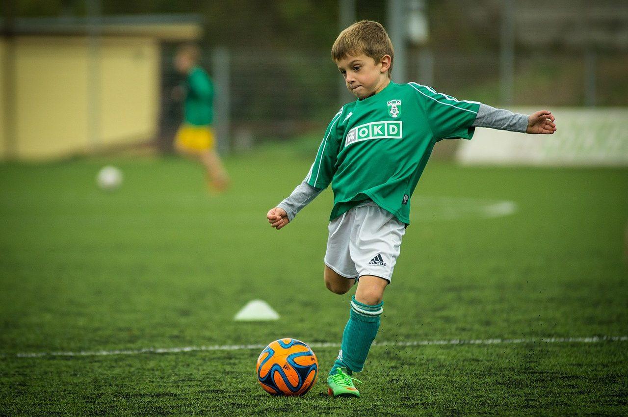 Invata copilul sa faca sport - sfatulparintilor.ro - pixabay_com - child-613199_1280