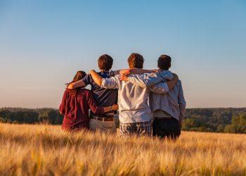 Parinte de adolescent - sfatulparintilor.ro - pixabay_com - young-people-3575167_1920