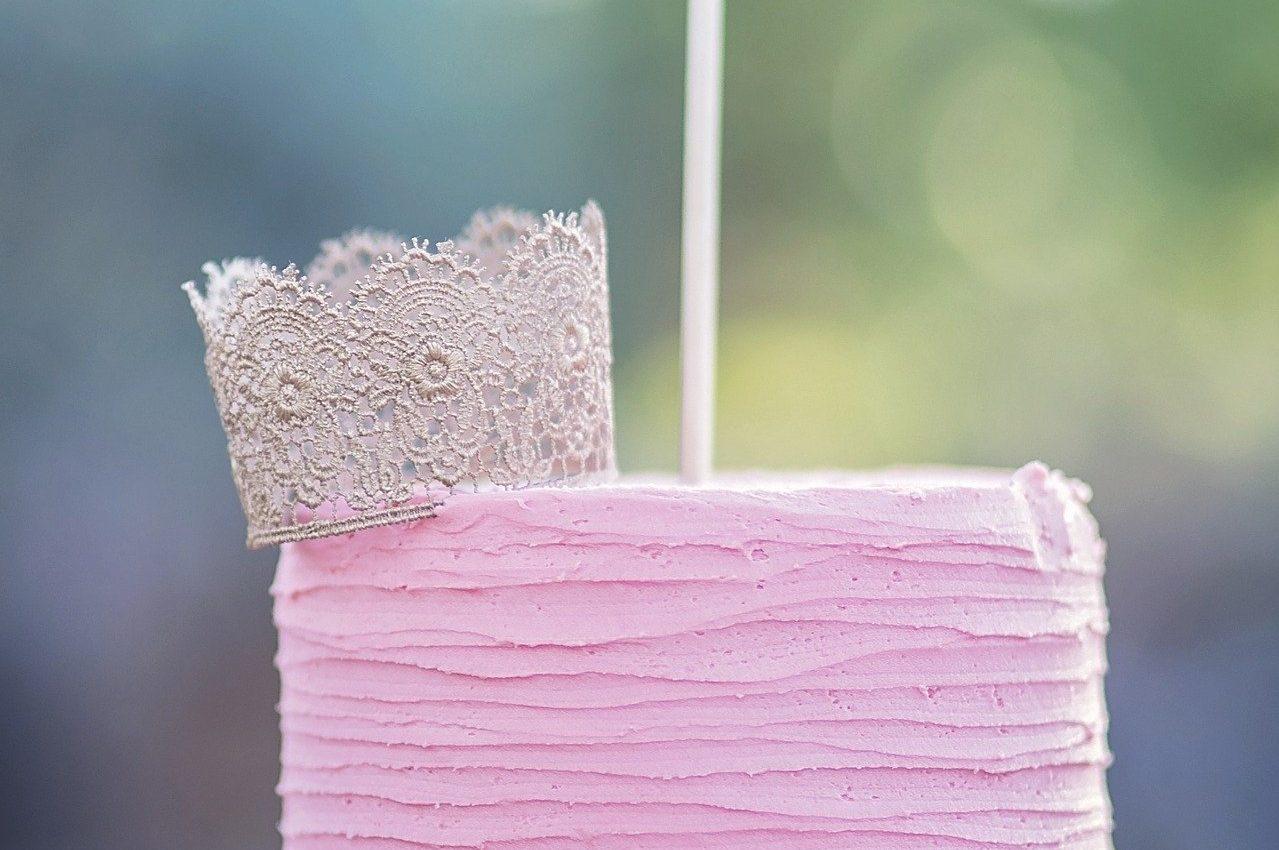 turta la fete - sfatulparintilor.ro - pixabay_com - cake-smash-2485718_1920